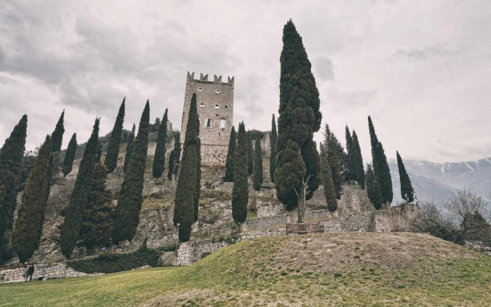 Das Schloss, Charme der alten Welt