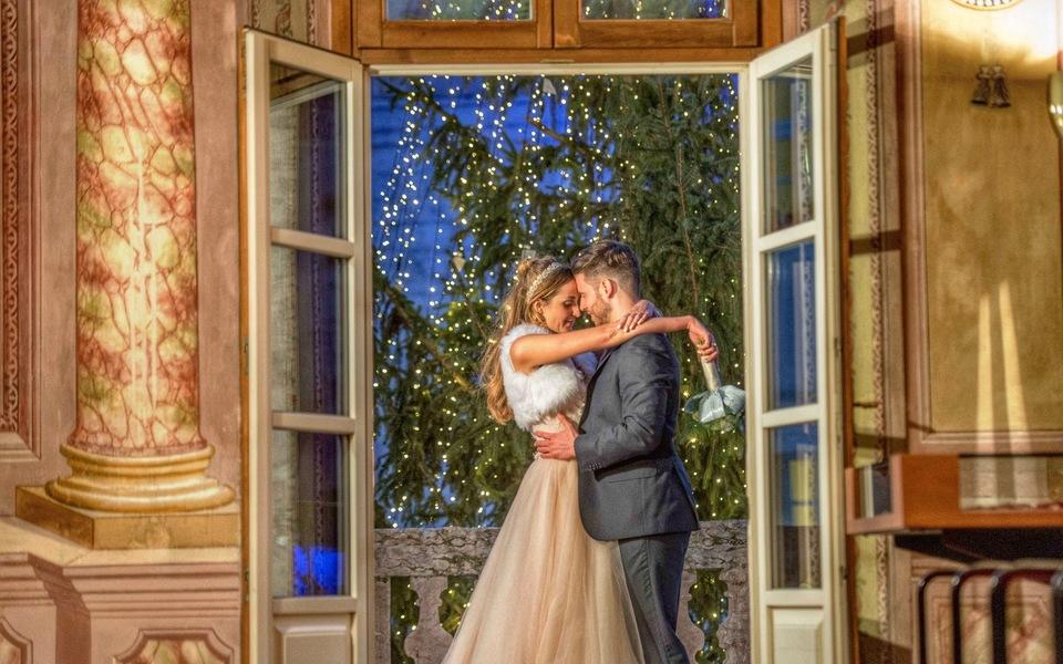 ...poi sul grande balcone, innamorati come Romeo e Giulietta